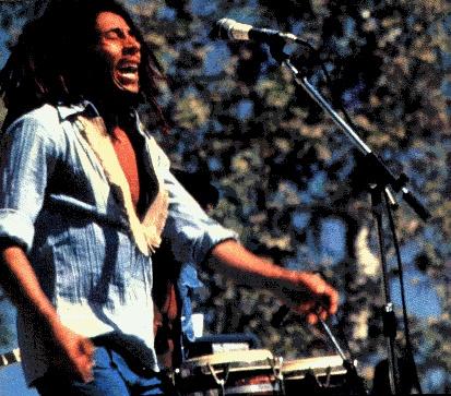 """- Le """"Smile Jamaica Concert"""" eu lieu le 5 décembre 1976 pour promouvoir la paix en Jamaïque -"""