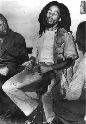 - Bob à l'hopital après la tentative d'assassinat du 3 décembre 1976 -