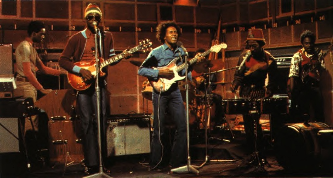 - Les Wailers au grand complet lors de leur réprésentation à la BBC en 1973 -